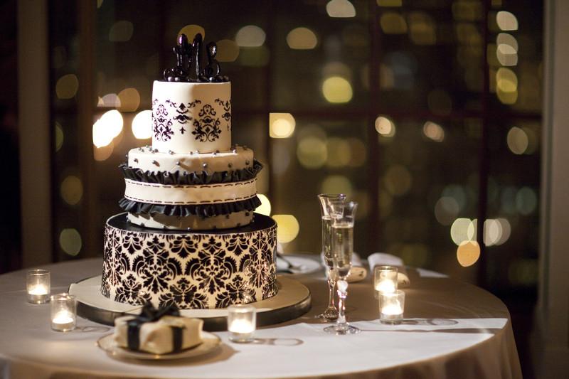 Black and White Art Deco Wedding Cake