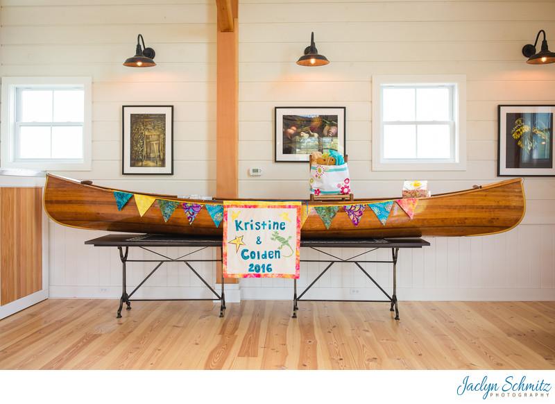 Gift canoe for weddings