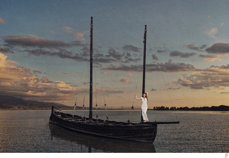 BRIDE ON A BOAT ON THE ST JOHNS RIVER IN ST AUGUSTINE