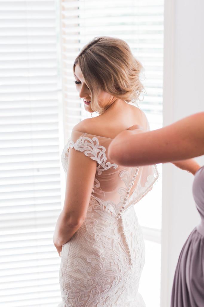 Bride getting ready moda events wedding