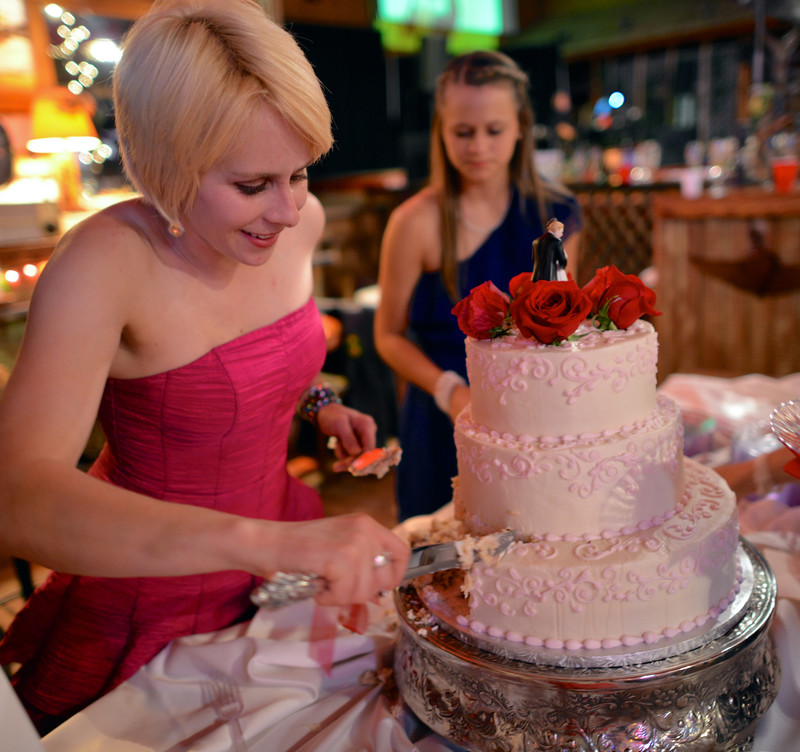 Cutting the cake Wedding in Boerne Texas