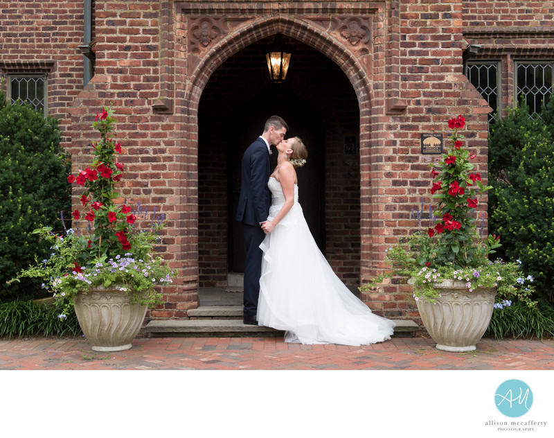 Wedding pictures at Aldie Mansion