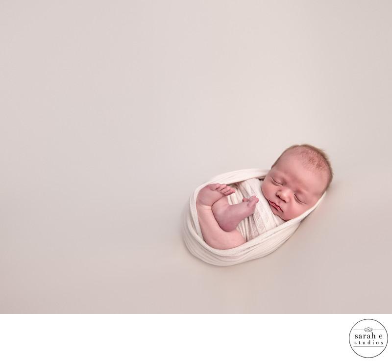 newborn photo in st. louis at home studio