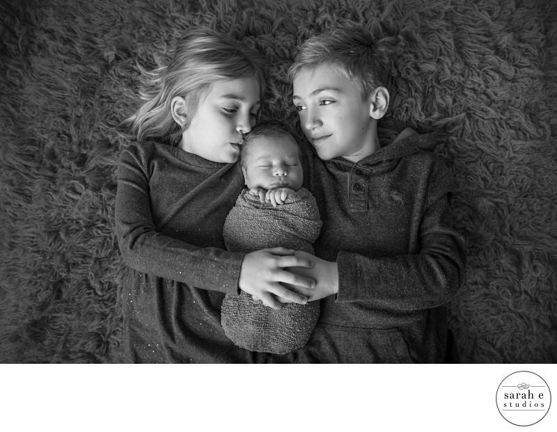 St. Louis Newborn Sibling Pic