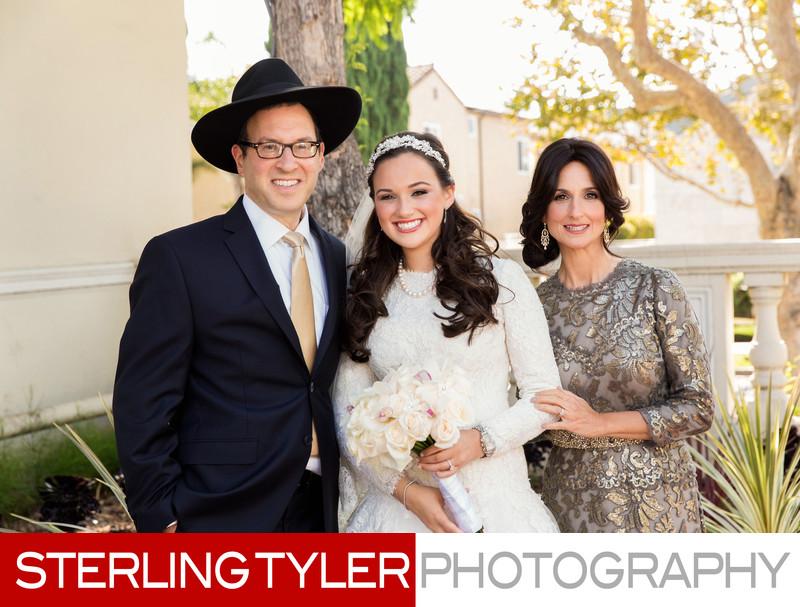 jewish family wedding portrait bride with parents in la