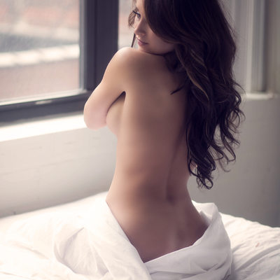 white sheets//long hair//stl//boudoir by tracy brown