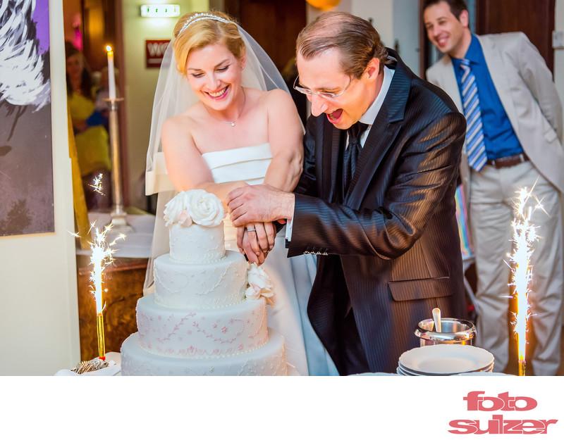 Hochzeit Ganztagesreportage - Torte anschneiden