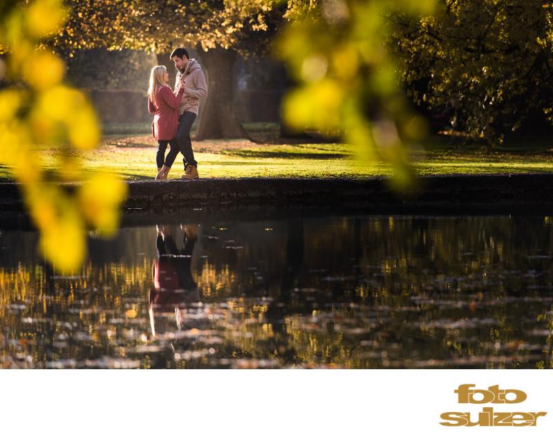 Verlobungsfotografie im Park Hellbrunn bei Salzburg