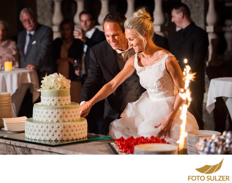 Torte Anschneiden - Hochzeit in Hellbrunn