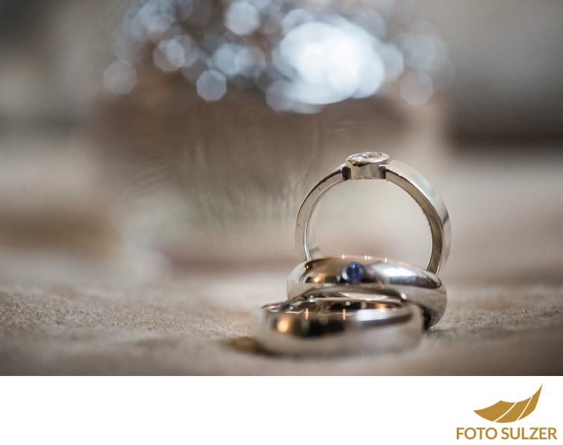 Eheringe und Verlobungsring bei Hochzeit Saalbach in Der Schwarzacher