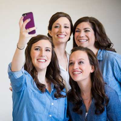 Hannah and Her Bridesmaids Take a Selfie
