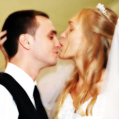 Wedding Cake Eating Couple Photography Atlanta