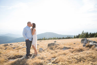 kiss with a view on mount spokane peek