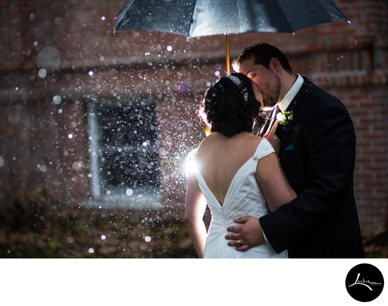 Montana photographer wedding pictures in the rain