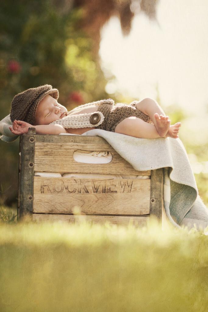 Lifestyle Infant Portrait Photographer in Burbank, CA