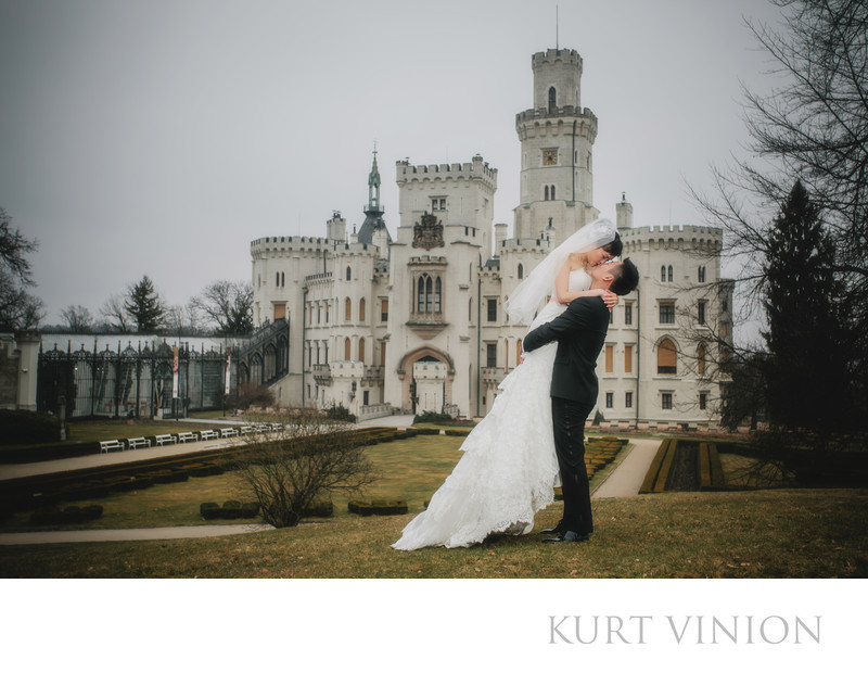 winter wedding photography Castle Hluboka nad Vltavou