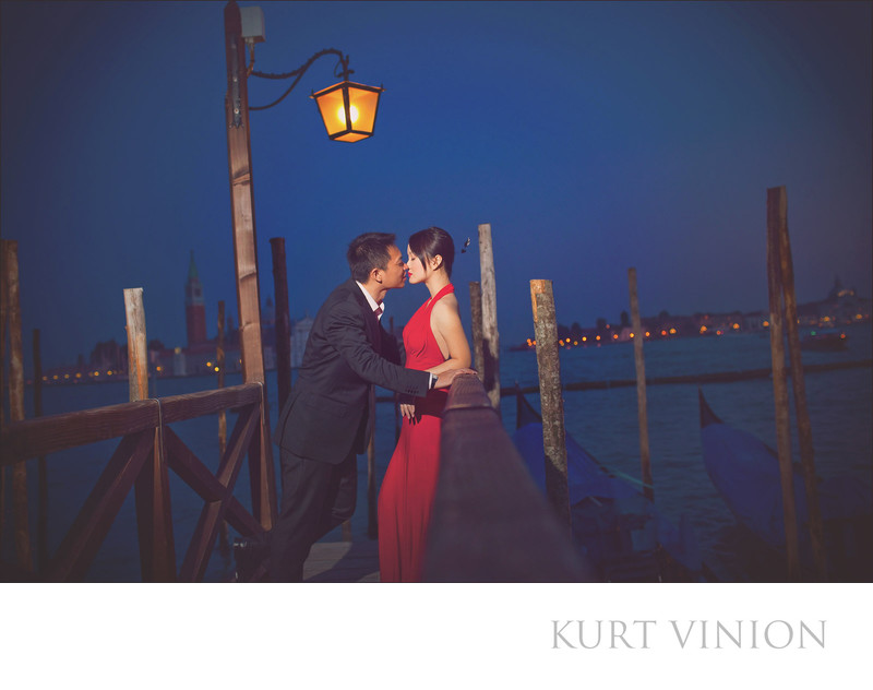 Venice pre wedding photos / M & J / kiss at the pier