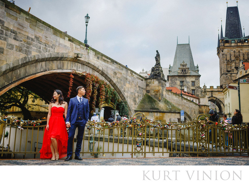 A Charles Bridge marriage proposal in Prague