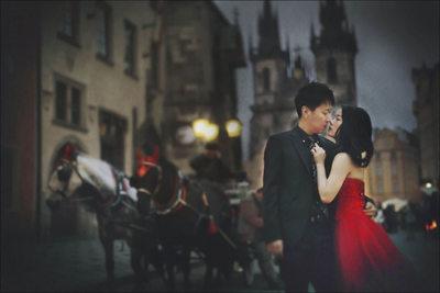D&L (China) Old Town Square pre wedding portrait Prague