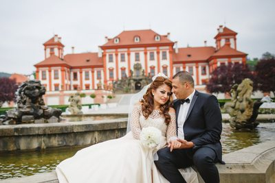 destination wedding in Prague at the Troja Chateau