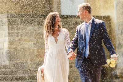 Love in the rain  I Prague Castle I Wedding Photos