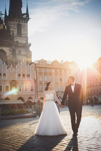 A luxury portrait session in Old Town Square, Prague