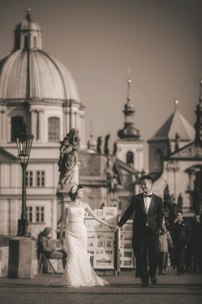 S&S elegant pre wedding portrait session Prague