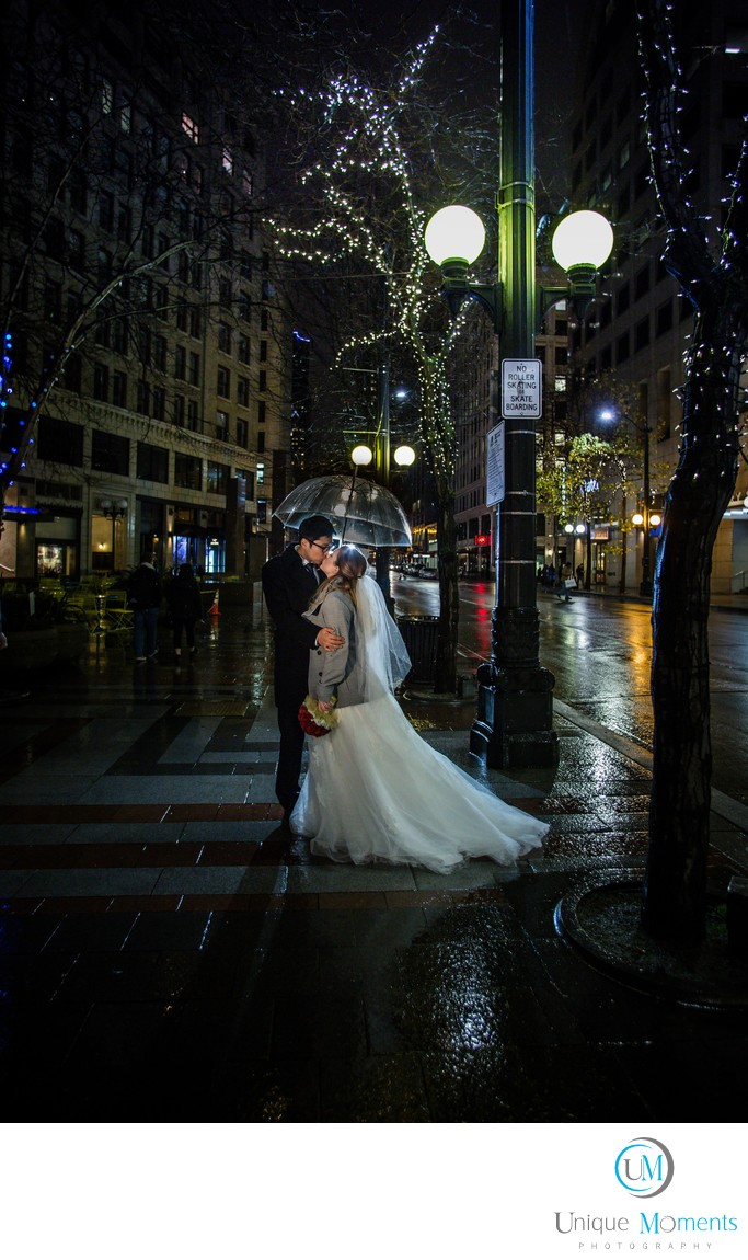 Best Rain Wedding pictures Seattle Wa