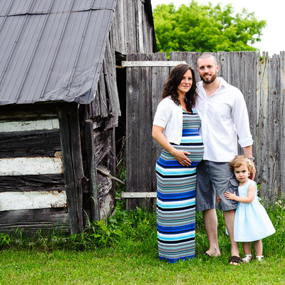 Farmhouse Maternity Portraits with Anna Epp Ottawa
