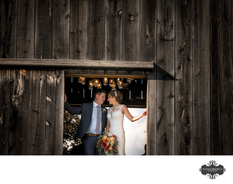 Barn Wedding in Owen Sound with Luxurious Details