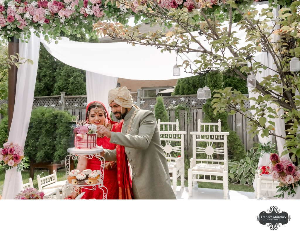 Bride Groom Cutting Cake:  Indian Wedding Photographer