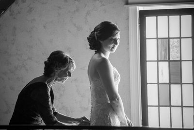 Mom and Bride Red Maple Vineyard Wedding Photography