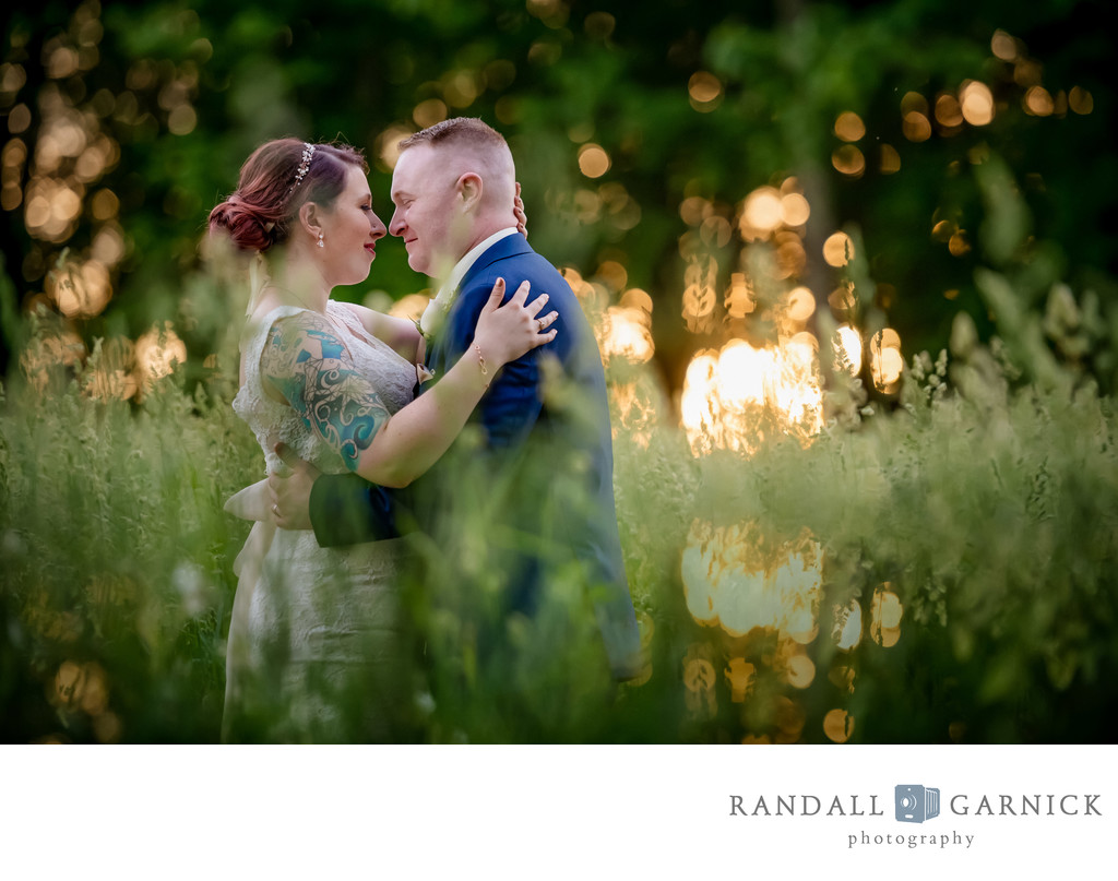 sunset wedding bride and groom pics at Zukas Barn