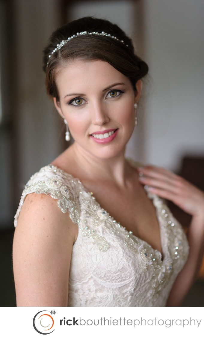 BRIDAL PORTRAIT - LAKE SHORE VILLAGE RESORT WEDDING