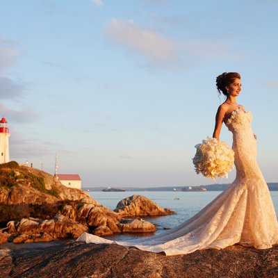 Light house park wedding portraits bride in high heels