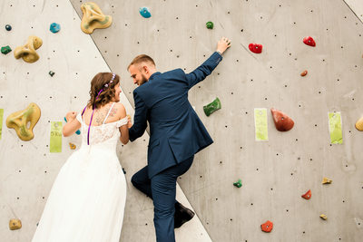 Reno newlyweds climb the wall at Whitney Peak Hotel