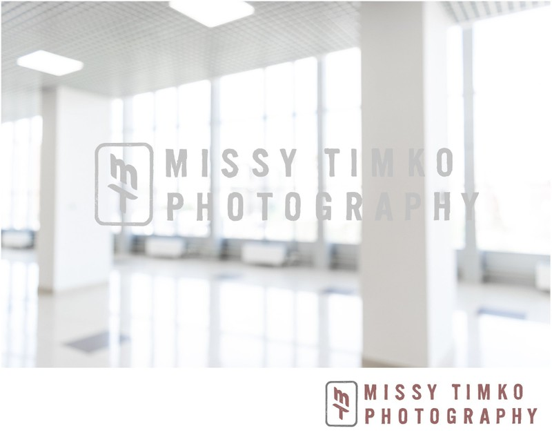 Blurred defocused bokeh background of exhibition hall or convention center hallway. Business trade show modern white interior architecture. Abstract blur modern business office background