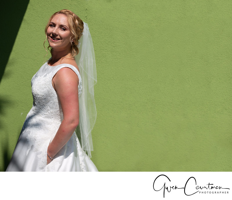 Bride by a green wall, Malcesine