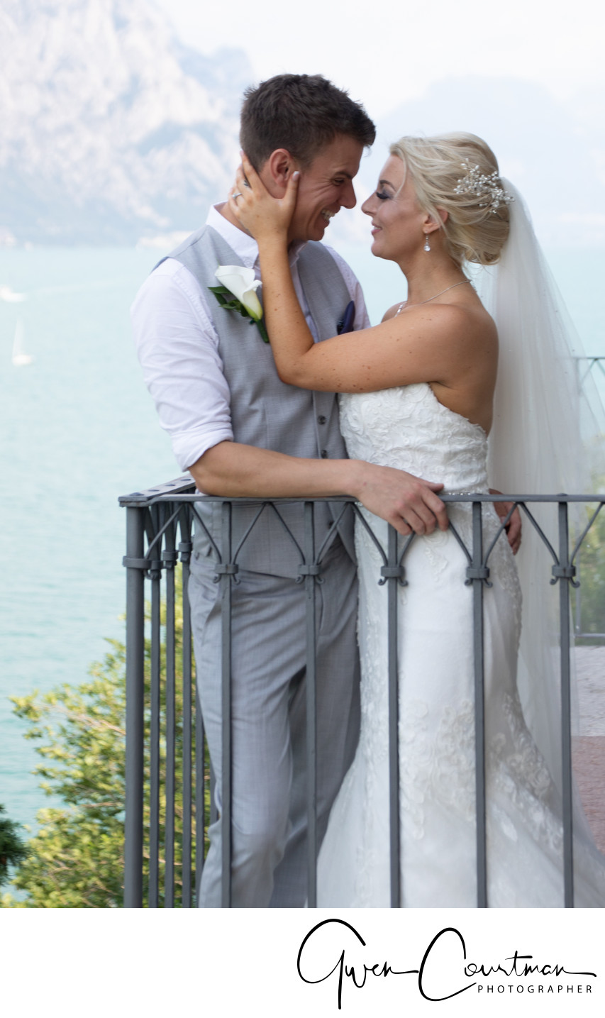 Sally & Elliot, romantic photos in Malcesine Castle.