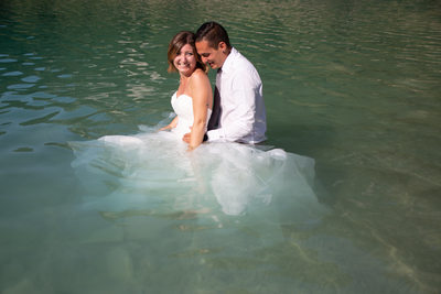 Fun Drown the gown photos in Italy, in the lake