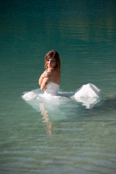 Bride drowning her gown in Italy.