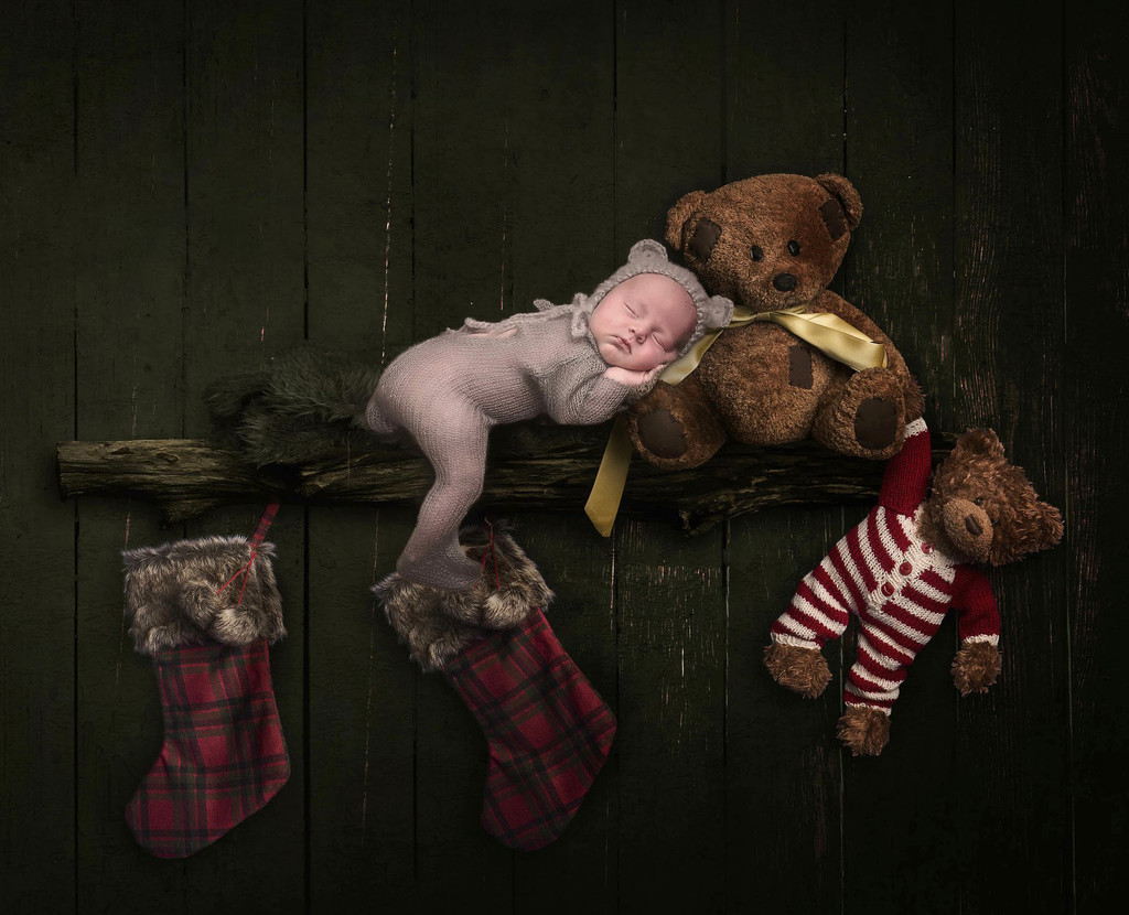 Are you looking for newborn Christmas photos?