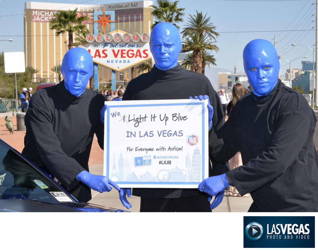 PR photographer Blue Man Group at the Vegas sign