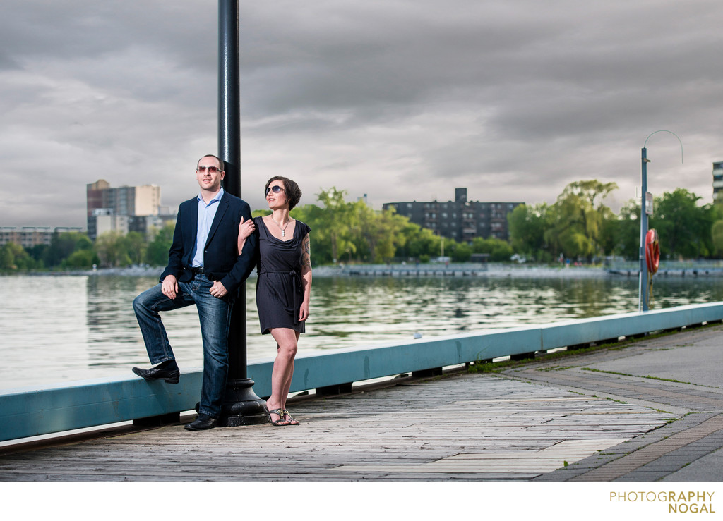 Mimico Waterfront Park, Couple posing against light pole