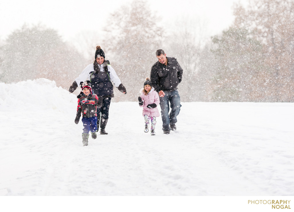 winter family photos in toronto