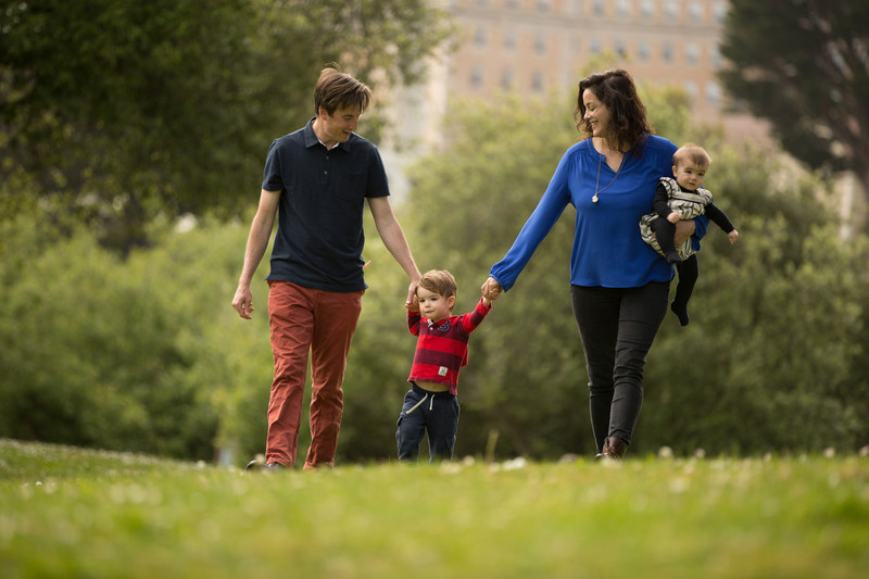family-four-walking-mountain-lake-park