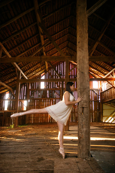 Ballerina in a Barn | Unique High School Senior | NMi