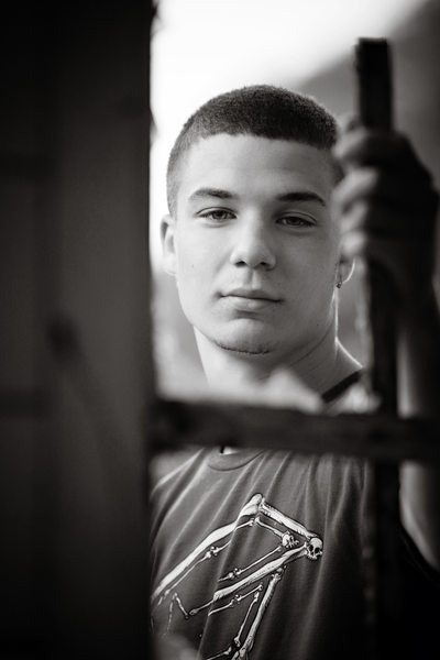 Travis | BW High School Session Urban Style | NMi