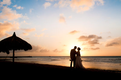 sunset bride and groom silhuette