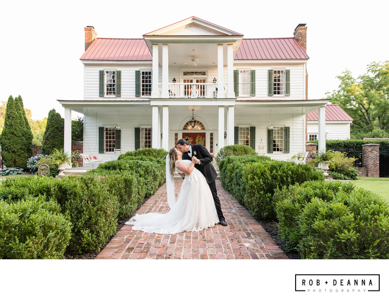 Memphis Wedding Photographer Heartwood Hall House Kiss
